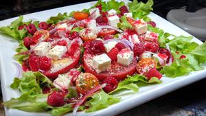 garden-lettuce-tomato-salad300x169