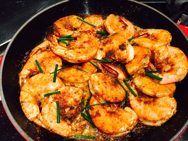 Blackened prawn in pan600x450