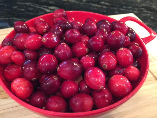 raw whole cranberries600x450